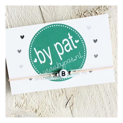 ♡B   #BYPAT #bypatarmband #initials #initiaal #initiaalarmbandje #initialbracelet #b #armbandjes #naamarmband
