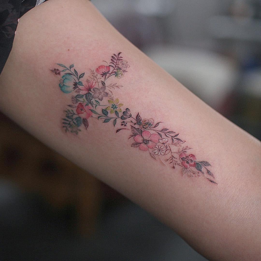 Pin de Karen Diaz en Flores De Cerezo   Tatuajes impresionantes, Tatuajes,  Tatuajes en la muñeca