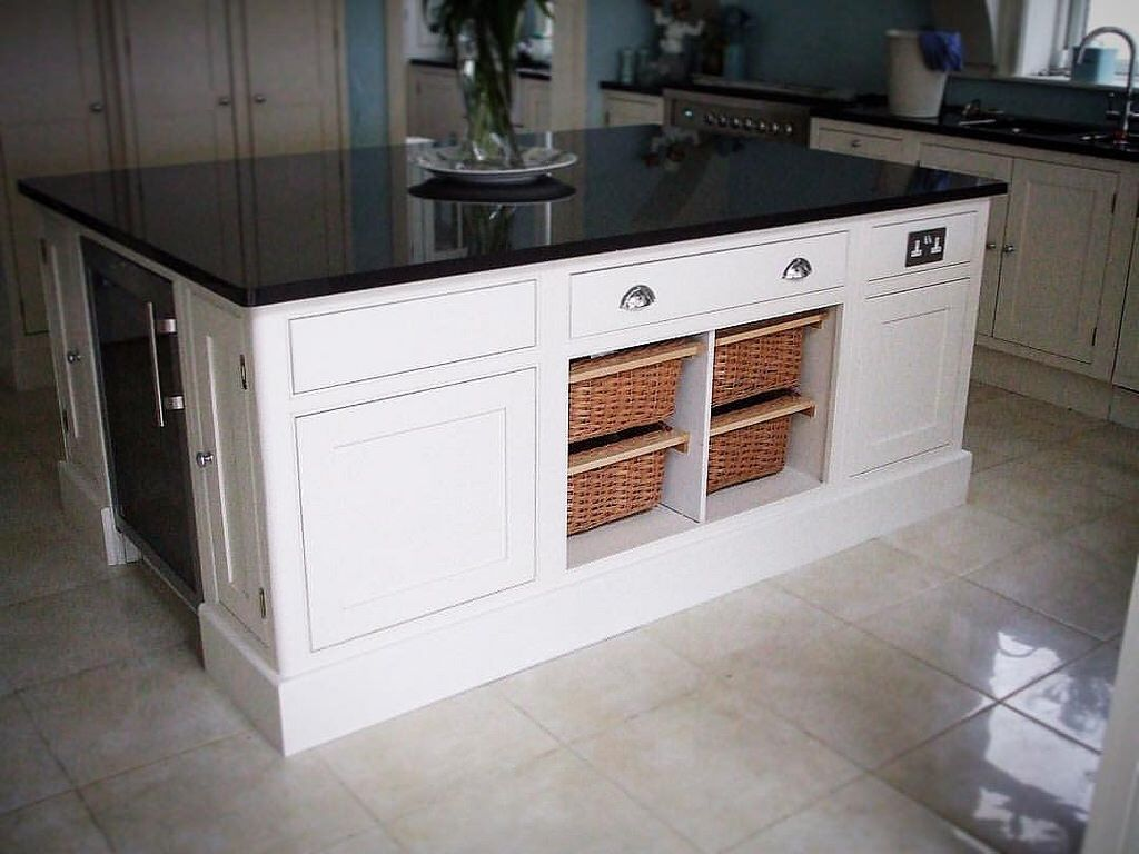 Inframe Kitchen Island Unit With Wicker Baskets Kitchen Interiors Interiordesign Handmade Handcrafted Handpainted Ho Inframe Kitchen Wood Design Kitchen