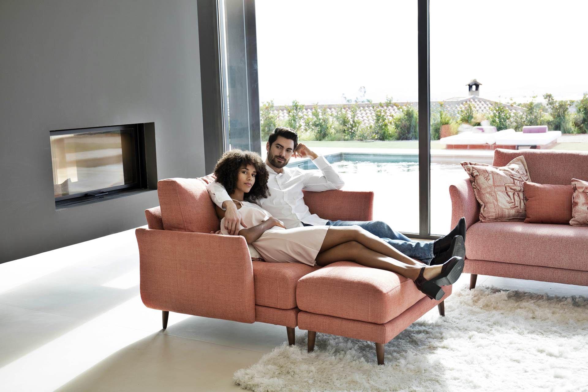 Ce Fauteuil 2 Places 1 Accoudoir Haut Et 1 Accoudoir Bas Allie Parfaitement Modernite Et Tradition Home Sofa Furniture