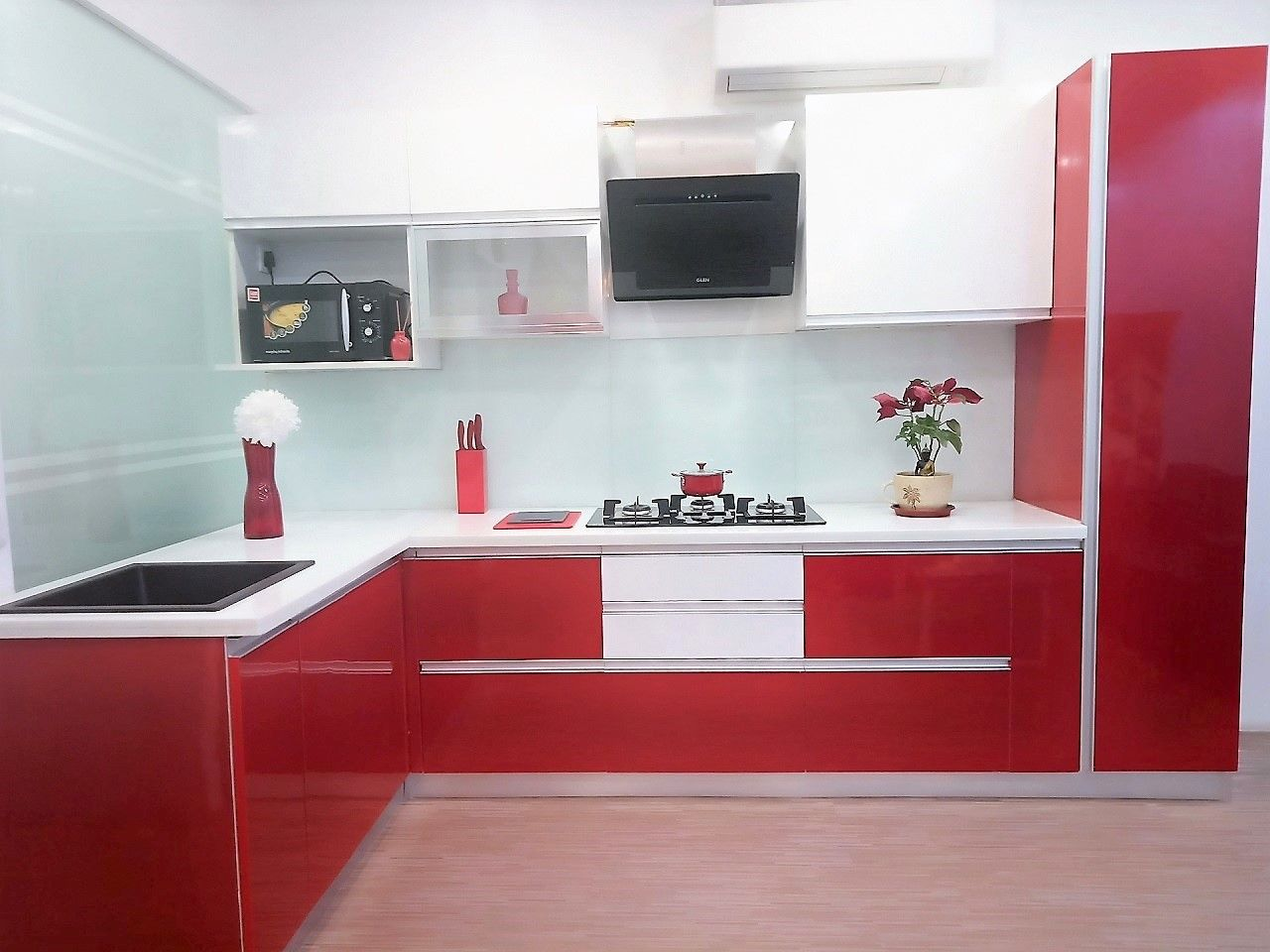 this is a sample kitchen in easyhomz s office material used is glossy laminate and hettich on kitchen interior accessories id=39989
