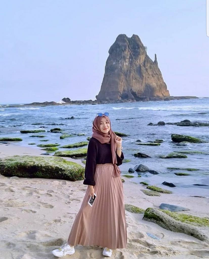 Wanita Di Pantai Tidak Pakai Baju