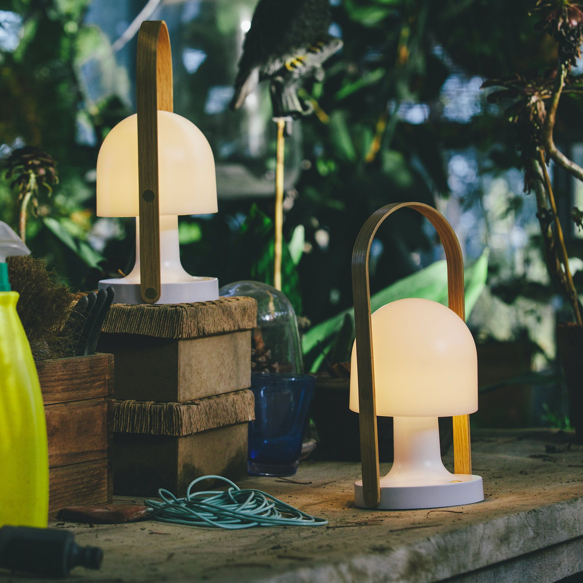 follow me lampe baladeuse led rechargeable ext rieur h28. Black Bedroom Furniture Sets. Home Design Ideas