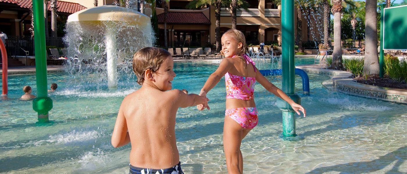 Floridays Resort | Orlando FL - Bedroom suites Rooms w/ kitchens ...