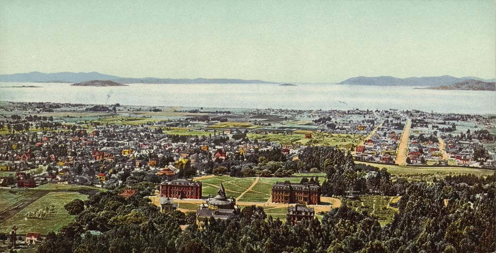 @UCBerkeley's @SouthHall & North Hall c.1900, with the (bridgeless) Golden Gate in the background.