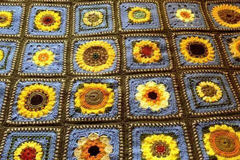Zonnebloem Granny Deken Zonnebloem Pinterest Crochet Knitting