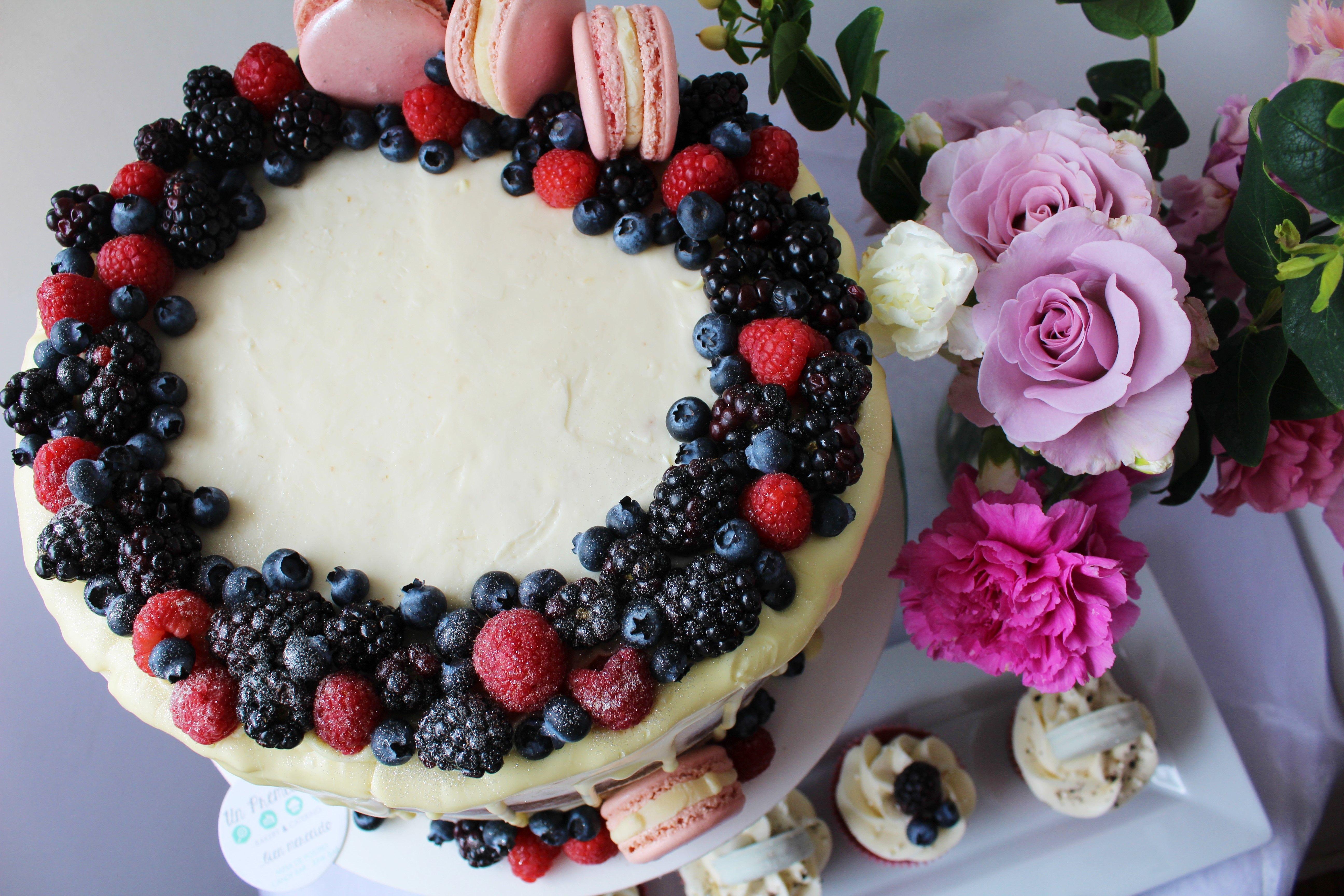 Naked Cake Especiado de Arándano Rojo con buttercream de