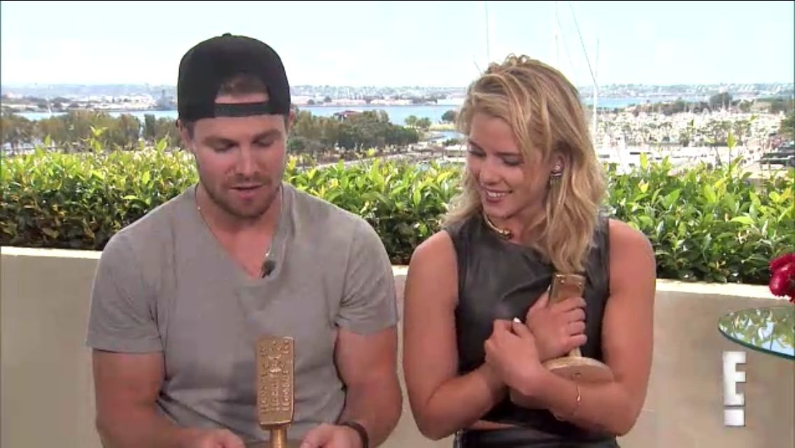 Stephen Amell and Emily Bett Rickards with Eonline (Eonline's Best Ever TV Awards) - SDCC 2015
