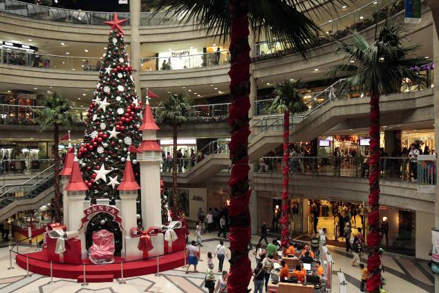 Navidad en caracas centro comercial el recreo arbolito de - Decoracion navidena para comercios ...