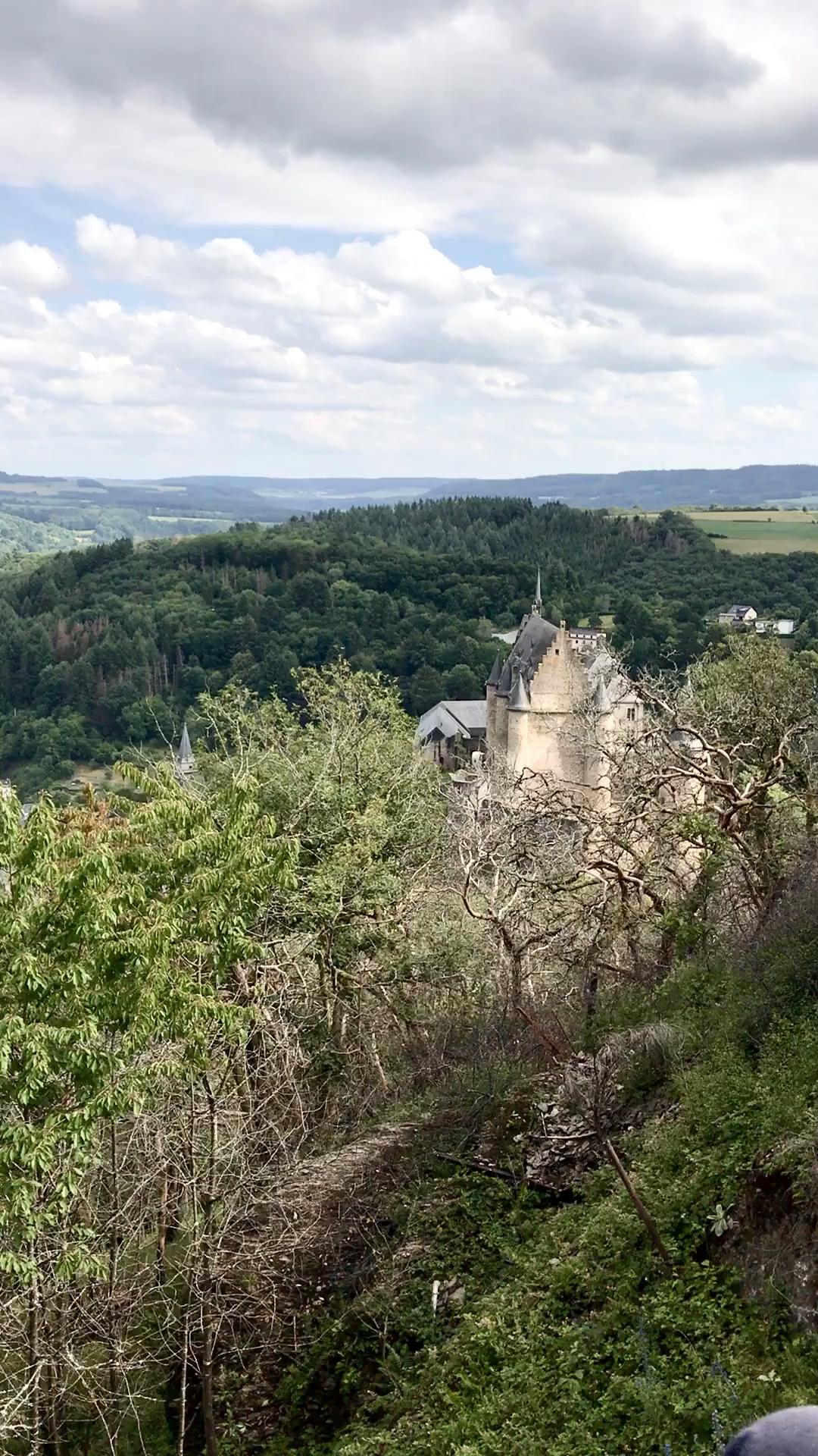 #Luxemburg zählt zu den meist unterschätzten Ländern #Europas. Mache nun einen #Wochenendtrip und entdecke Luxemburg #Stadt und die Umgebung. Wir haben unsere besten #Tipps  und die schönsten #Sehenswürdigkeiten für dich in unserem Artikel zusammengefasst.