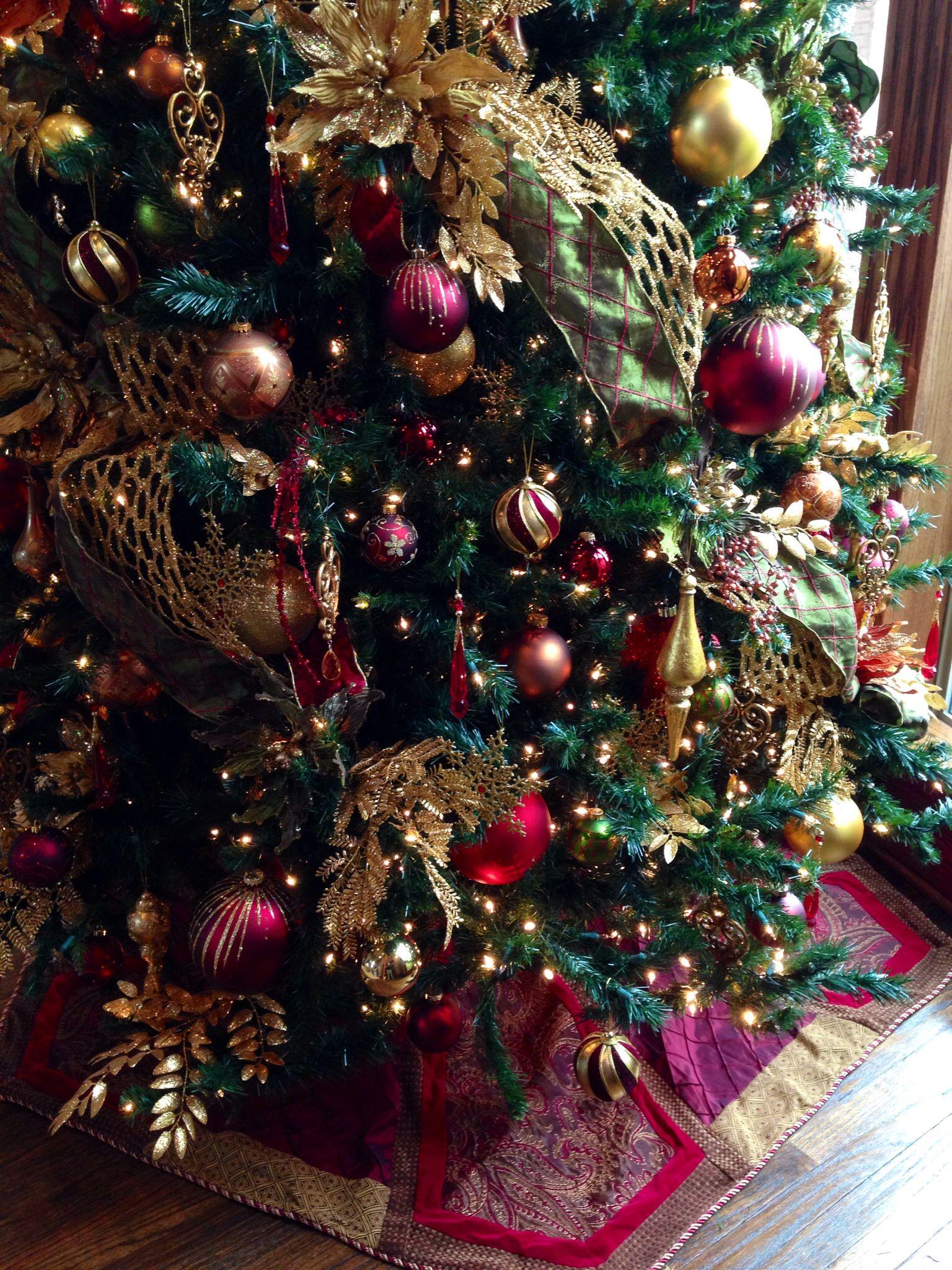 Elegant Christmas in burgundy and gold   Purple christmas ...
