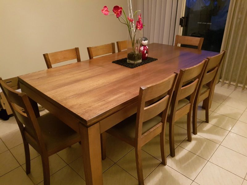84e68284bf64 Beautiful 9piece dining table   chairs