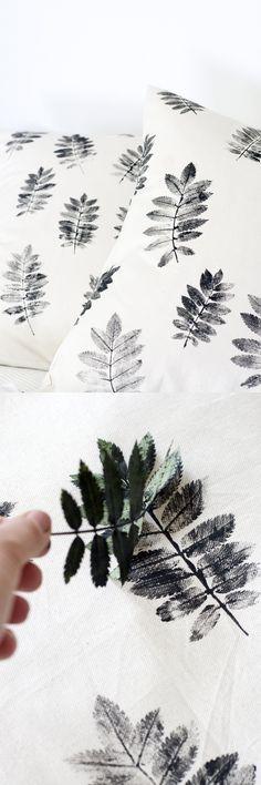 Une idée pour créer des tissus et coussins DIY avec un tampon feuille. A beautiful idea for creating DIY leaf fabric.