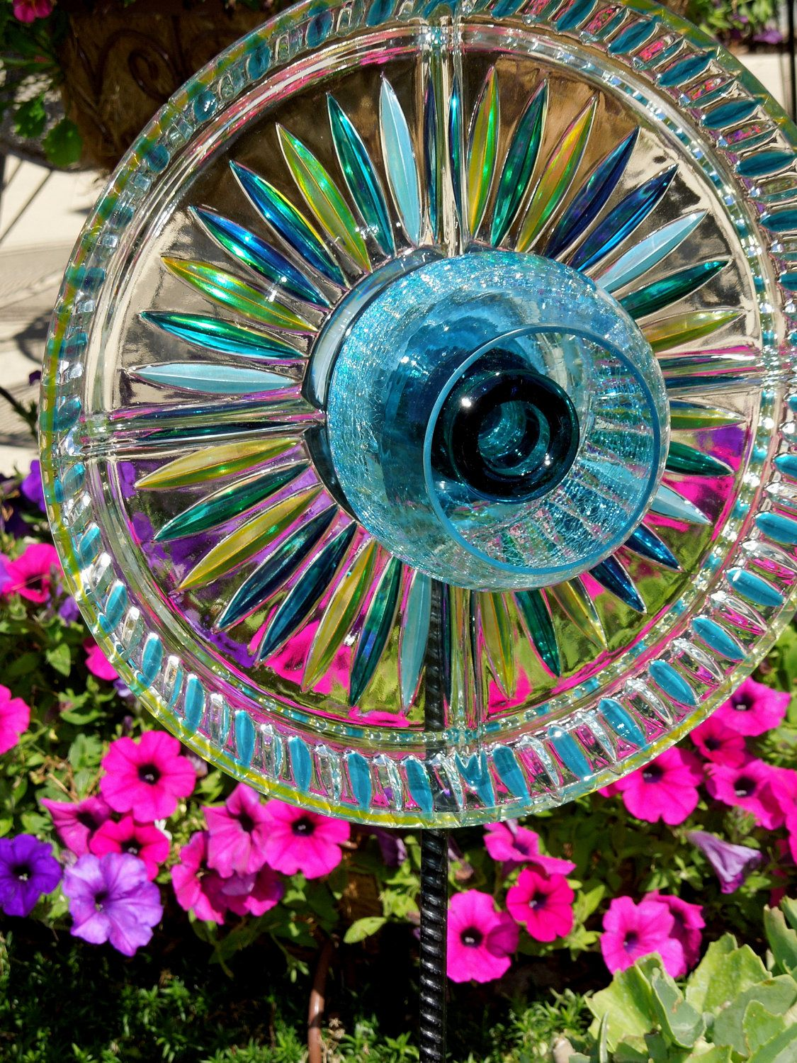 Garden stakes yard sun catcher glass plate flower for Flowers made of glass