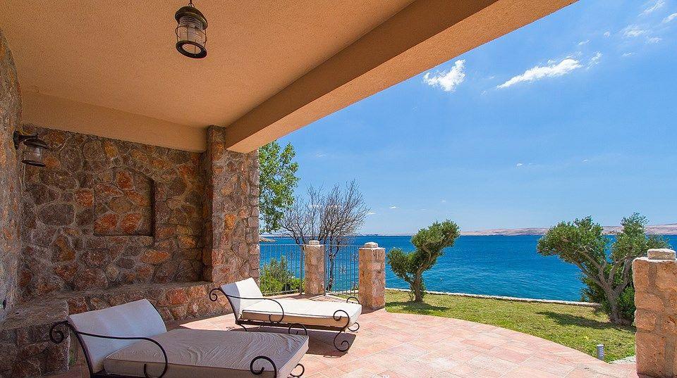 Immobilie Kroatien Kaufen Bei Starigrad Luxus Villa Mit Meerblick Direkt Am Meer Mit Traumhaftem Blick Und Sehr Viel Privatsp Immobilien Luxus Villa Strandhaus