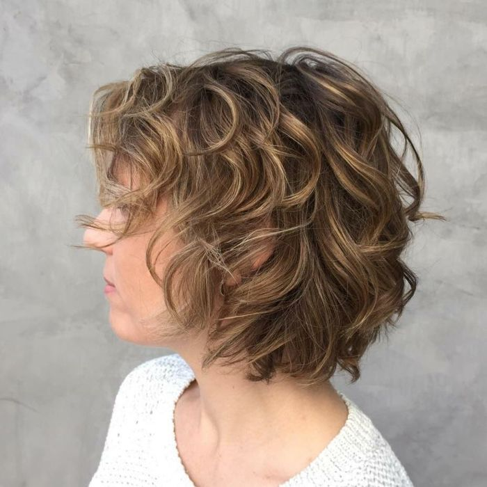 Peinados pelo corto bob rizado