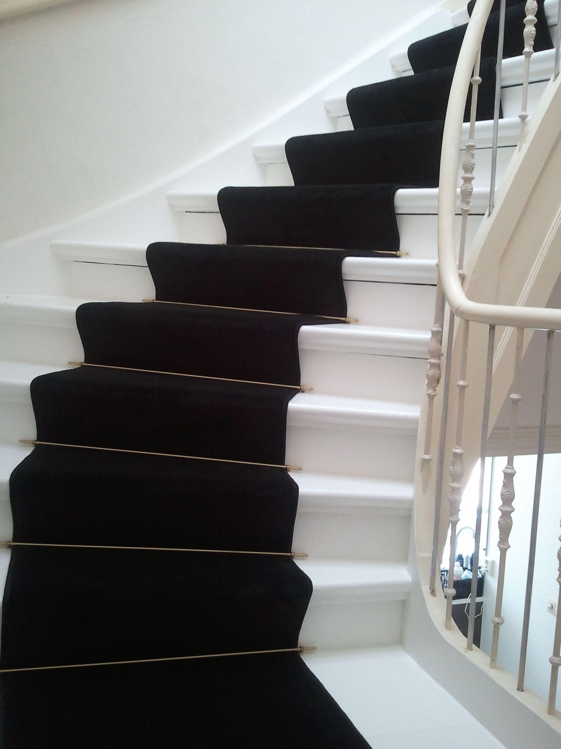 Foto van dichte trap met grijs/ antraciete sisal. modern en ...
