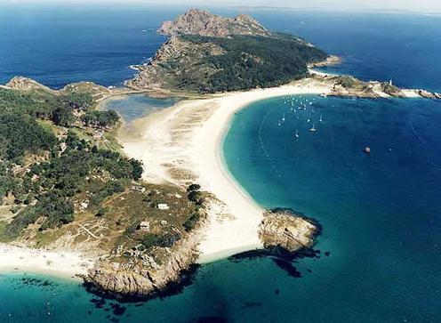 Con tantas #playas de Arena Blanca, su única preocupación será de escoger una. Las Islas #Cies, La Lanzada o Ons.