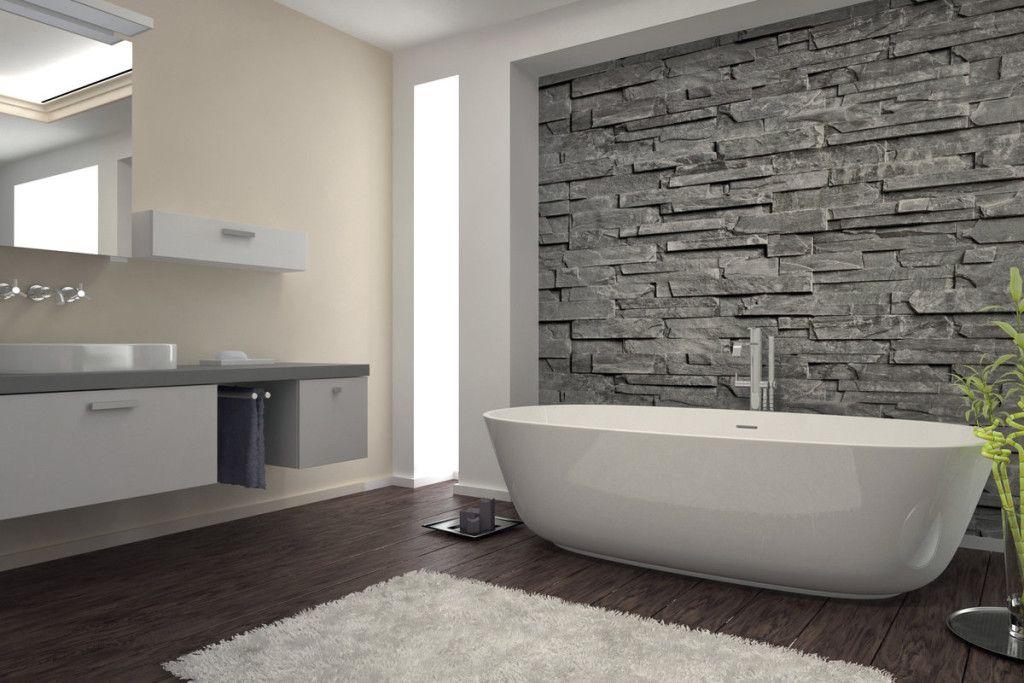 Badkamer inspiratie houtlook keramisch parket met steenstrips wand