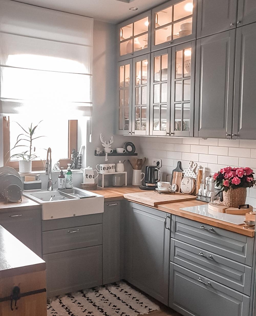 Kuchnia Z Oknem Pomysl Na Aranzacje Ih Internity Home Kitchen Remodel Small Kitchen Inspiration Design Galley Kitchen Design