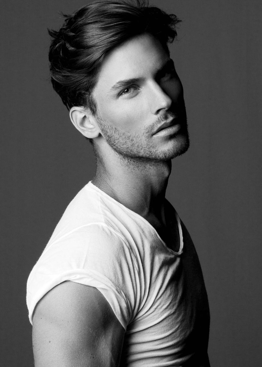 Well Fitted White Tee With Rolled Sleeves Love It Coiffure Cheveux Epais Coiffure Mi Long Coiffure Homme Long