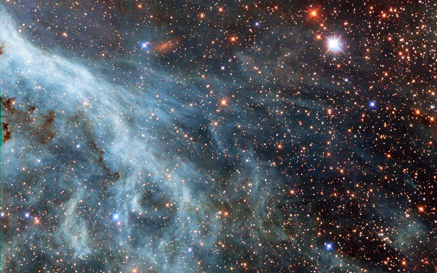 Parte da Nebulosa da Tarântula localizado dentro da Grande Nuvem de Magalhães (pequena galáxia próxima da Via Láctea) - NASA
