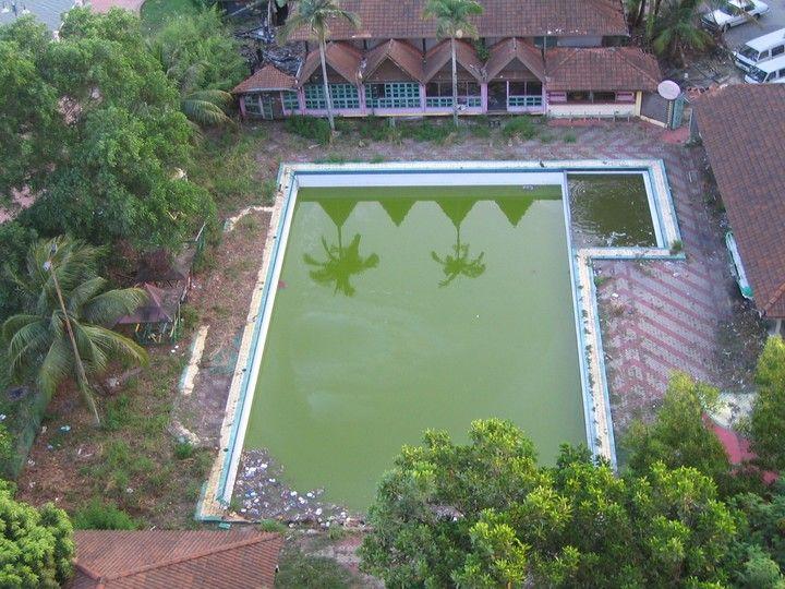 abandoned swimming pools - Cerca con Google