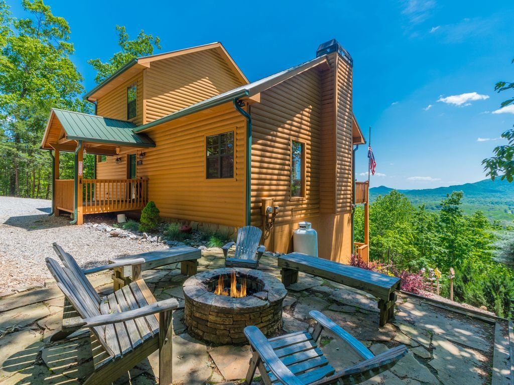 ALMOST HEAVEN, Only Six Miles From HELEN GA! Quiet And Peaceful, You Will  Relax In This 3 Bedroom, 3 Bath Cabin With A Large Back Deck.