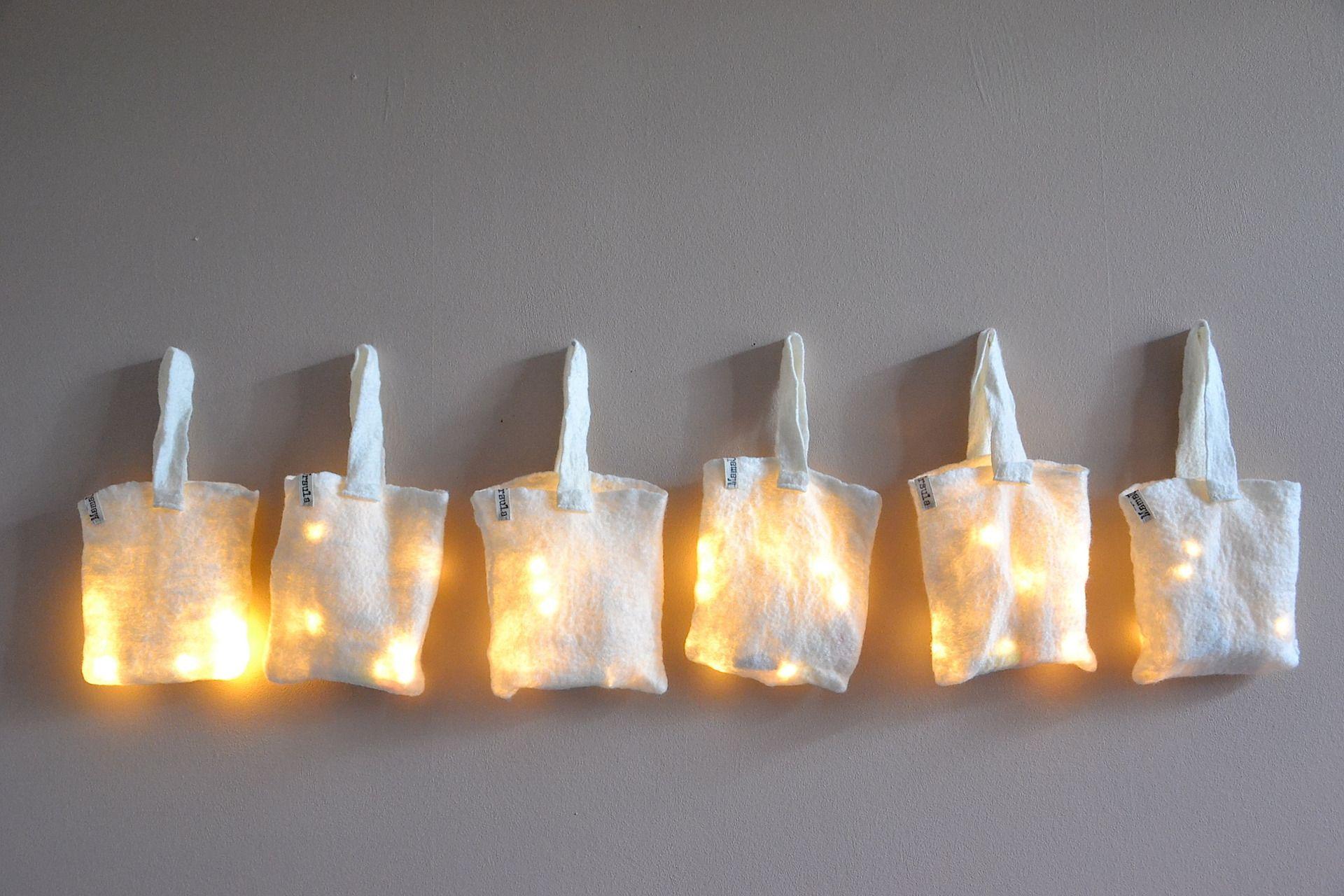Lampe Veilleuse Guirlande Laine Feutrée Blanc Home Eco Design LED Lighting Bag : Luminaires par ursula