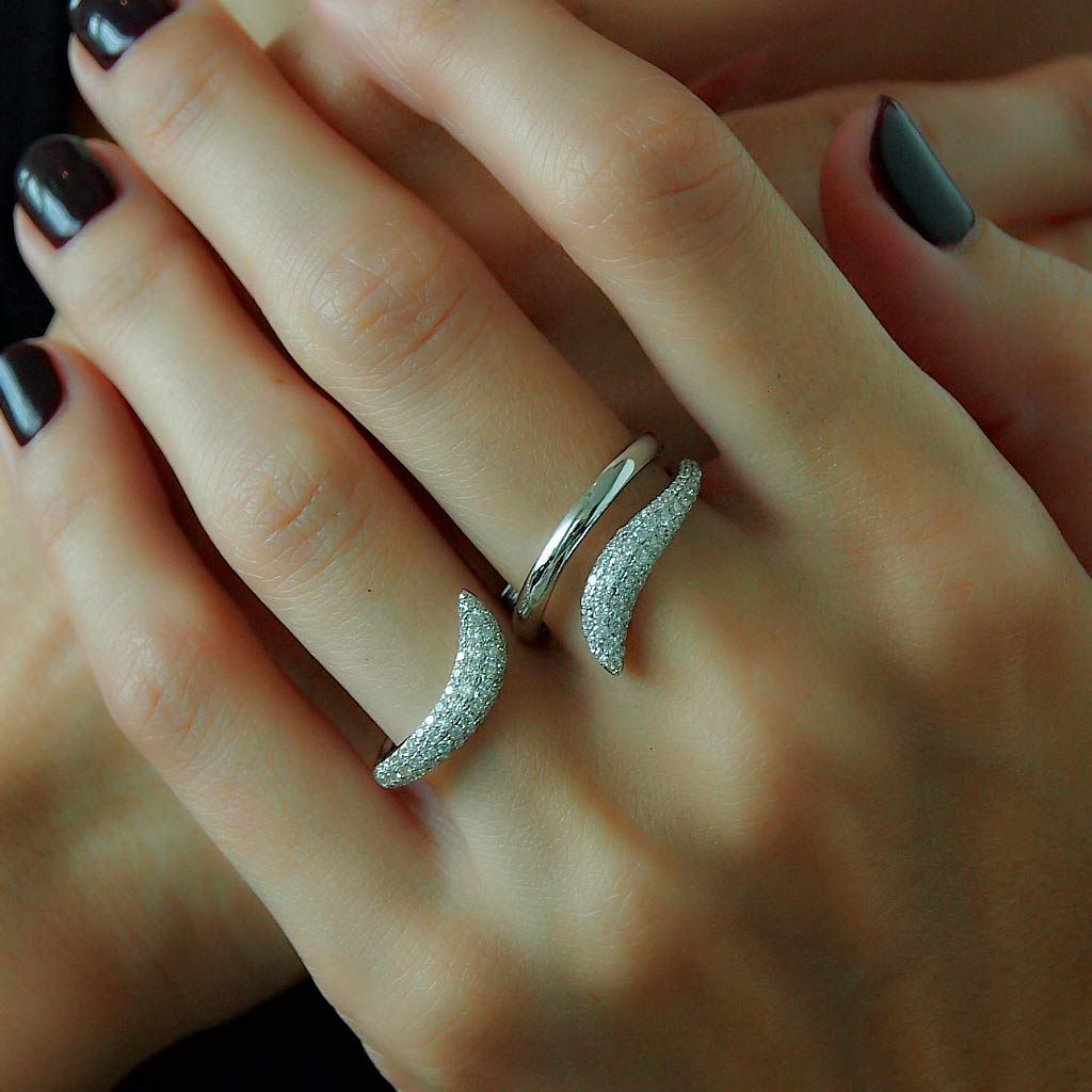 two tails 18k white gold diamond two finger ring