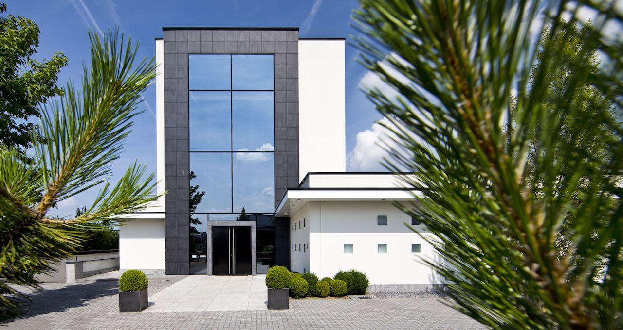 Villa aan de maas in cuijk wit stucwerk buitengevelisolatie stucwerk