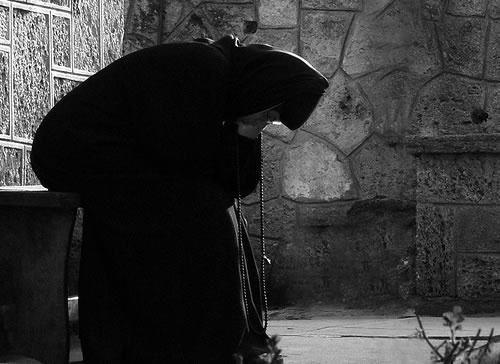 Resultado de imagem para monge catolico meditando