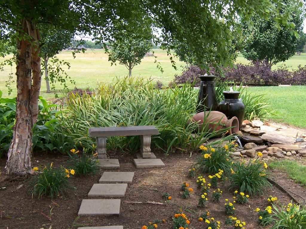 Attrayant I Like The Water Feature Cement Bench, Lake Garden, Prayer Garden, Memorial  Gardens