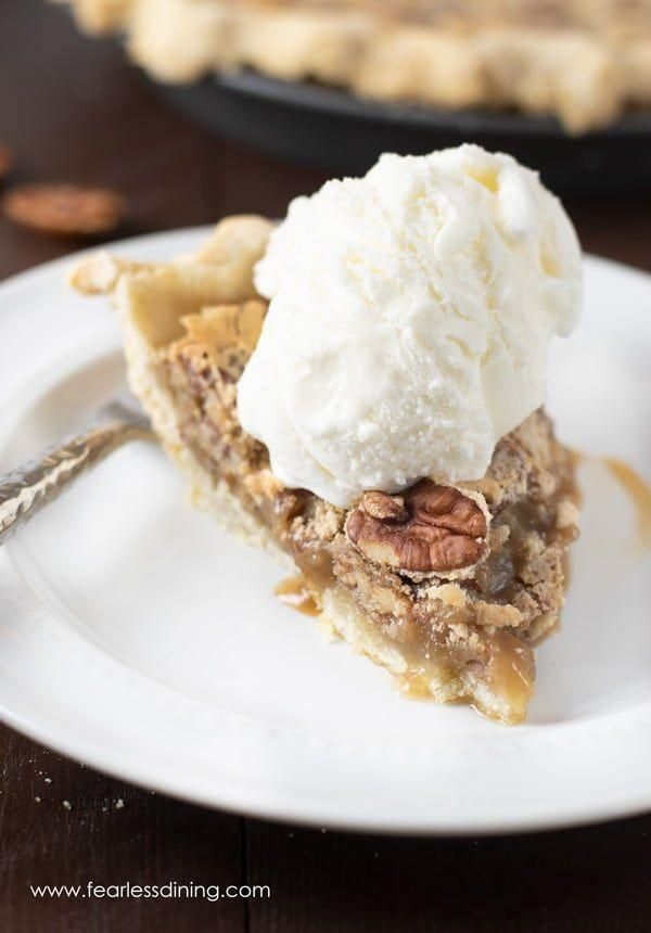 Everyone will love this easy gluten free pecan pie recipe. Homemade pecan pie is... - Gluten Free P