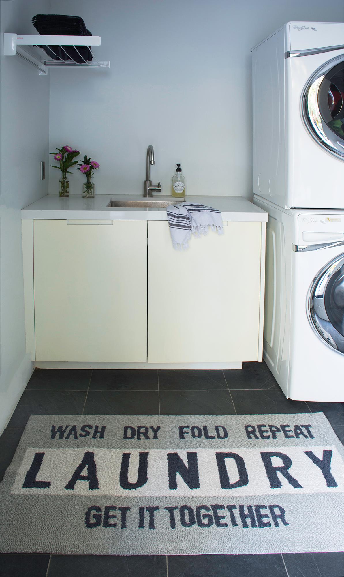 Novogratz Laundry Rug Shopthenovogratz Estanteria