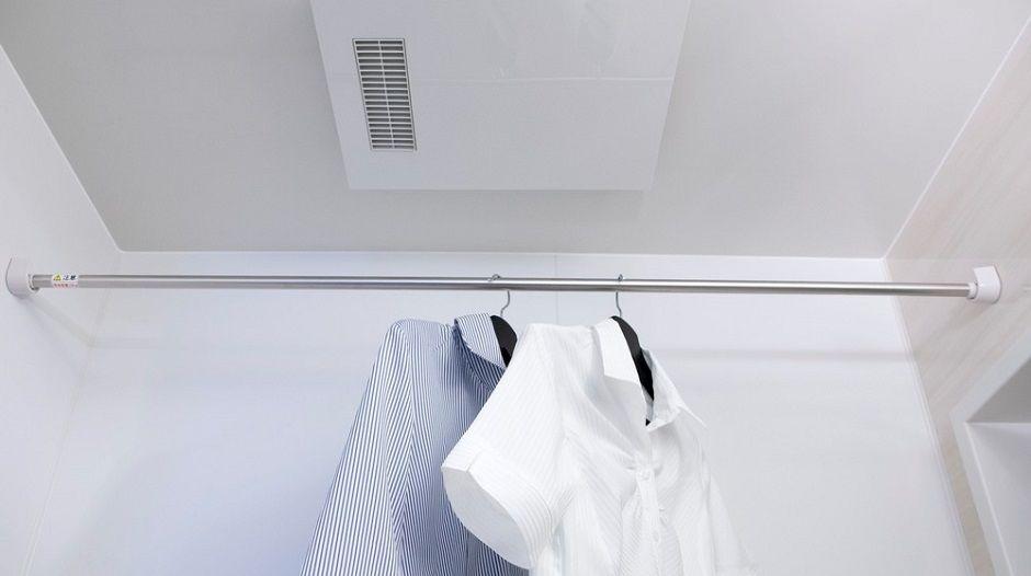 知って得する 浴室乾燥機 の便利な使い方 洗濯物を早く乾かす時短ワザも 浴室乾燥 浴室乾燥機 乾燥機