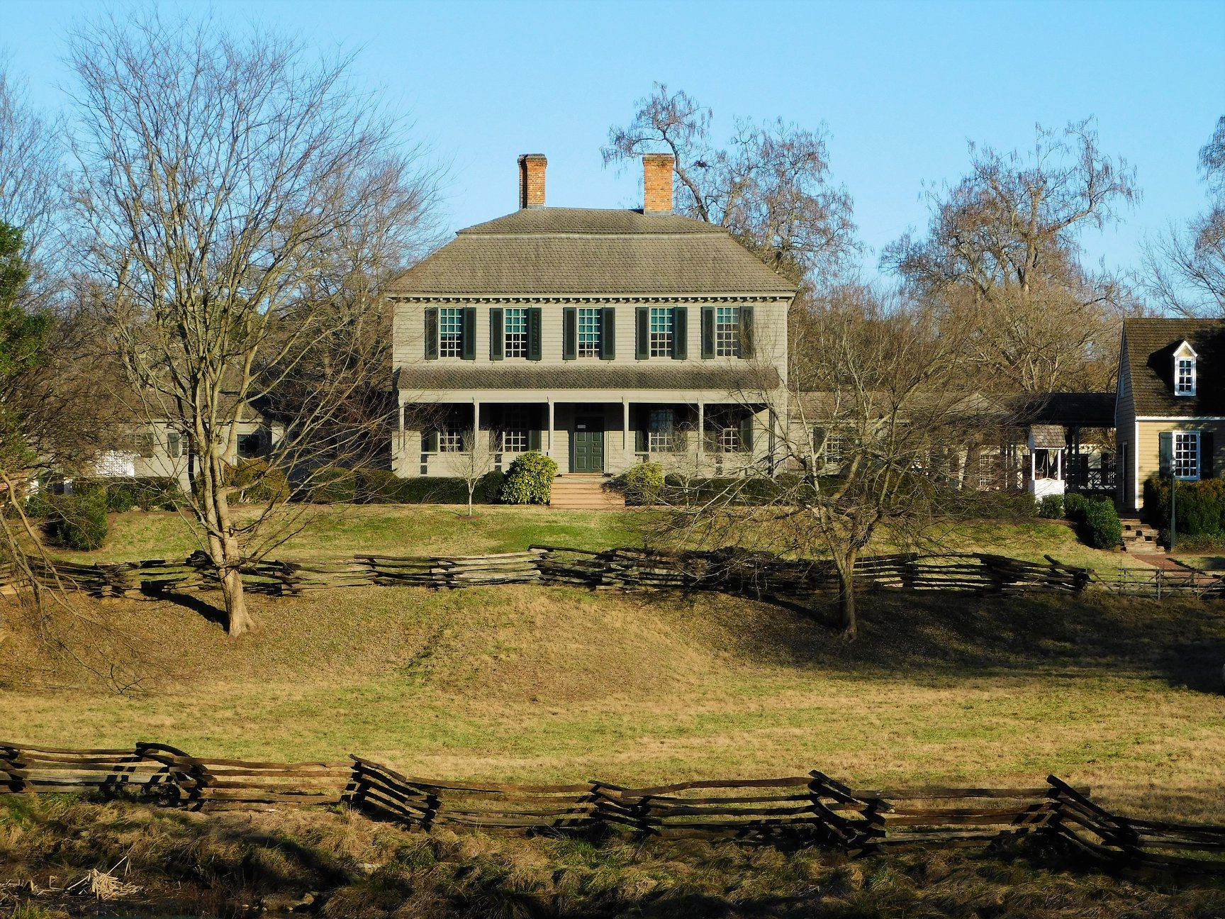 Pin By Justin Fortanascio On Garden Borders Primitive Homes House Styles Old Houses