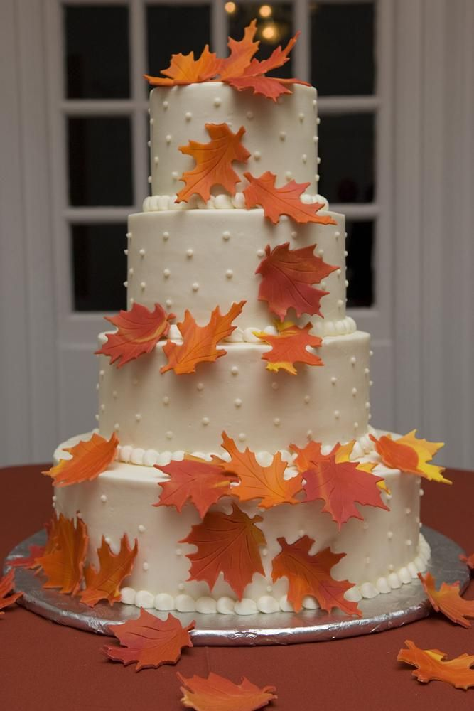 Wow This Autumn Themed Wedding Cake Leaves Us Breathless