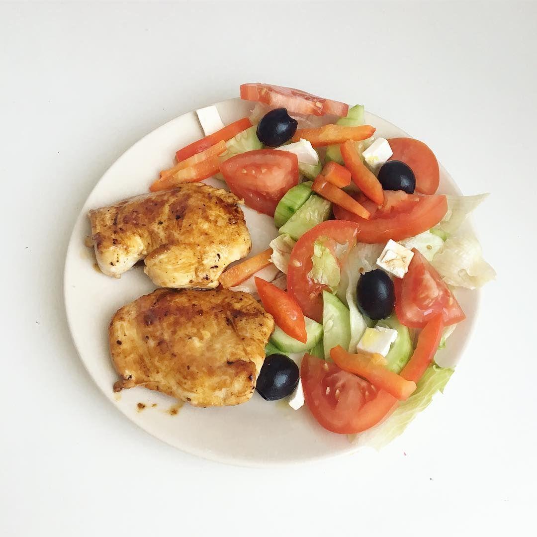 Ужин🍽 овощной салатик и курочка терияки👍🏻 Курицы совсем ...