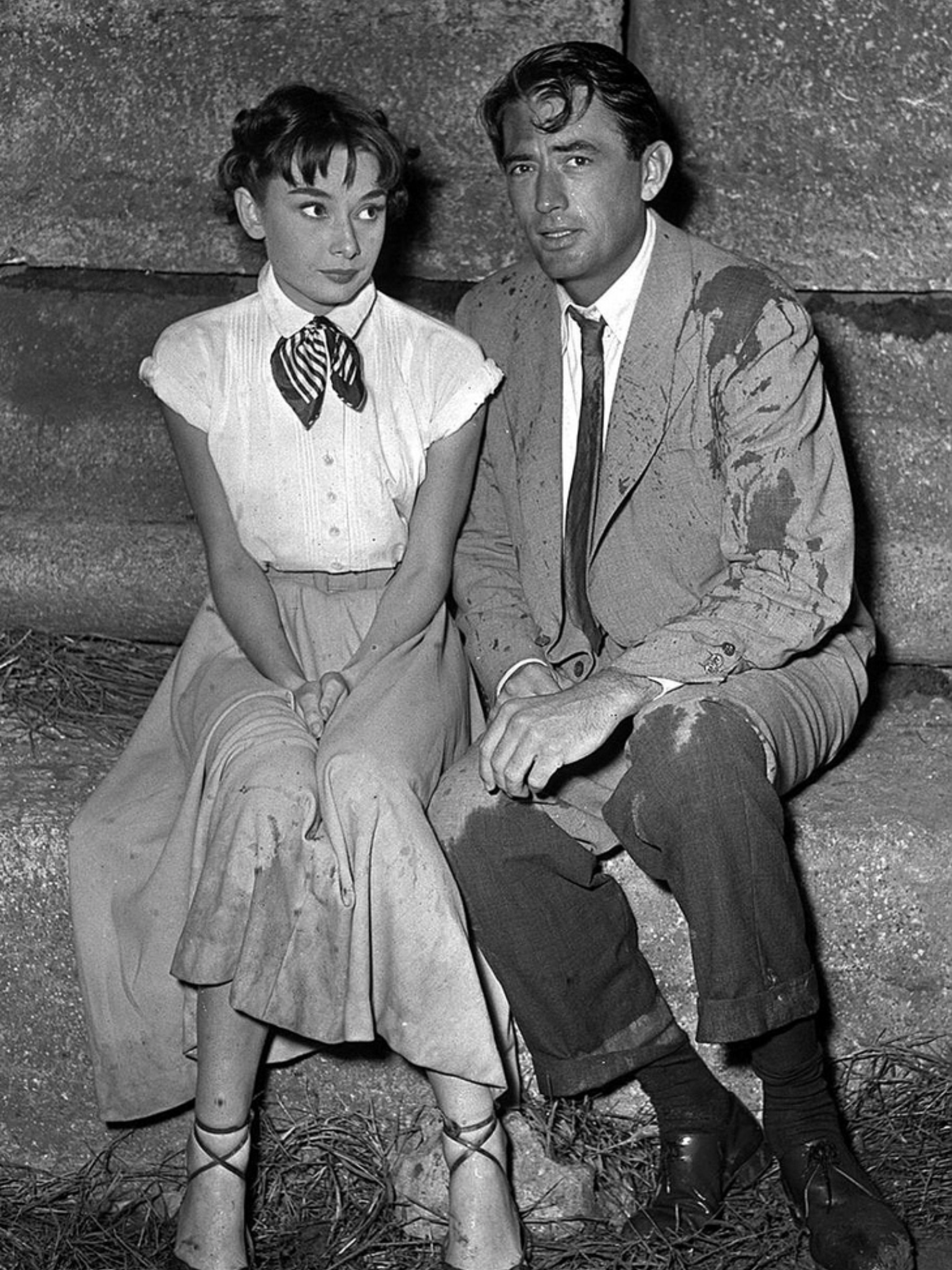 Audrey Hepburn And Gregory Peck On The Set Of Roman Holiday 1953 Audrey Hepburn Photos Audrey Hepburn Roman Holiday