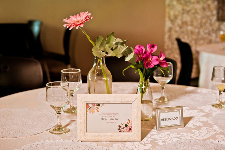 Garrafinhas e personalização de papelaria em Casamento