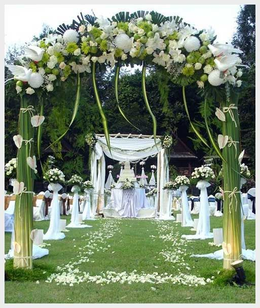 outdoor wedding decoration ideas summer LIKE FLOWER PEDALS ON THE