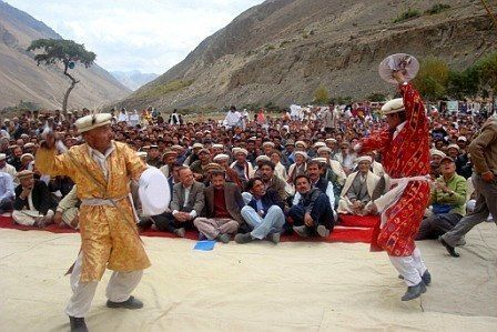 Traditional Sword Dance during Babaghundi Festival. Visit http://hunza.co (Link in bio) to know about the festivals of Hunza that you can attend this year.  #hunza #hunzavalley #festivals #hunzadiaries #allthingshunza #escapetohunza #gilgitbaltistan #gbee #culture #dance #music #travel #pakistan #instagood #humansofhunza