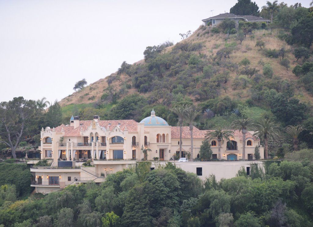 10050 cielo drive - today | Sharon Tate | Mansions, House