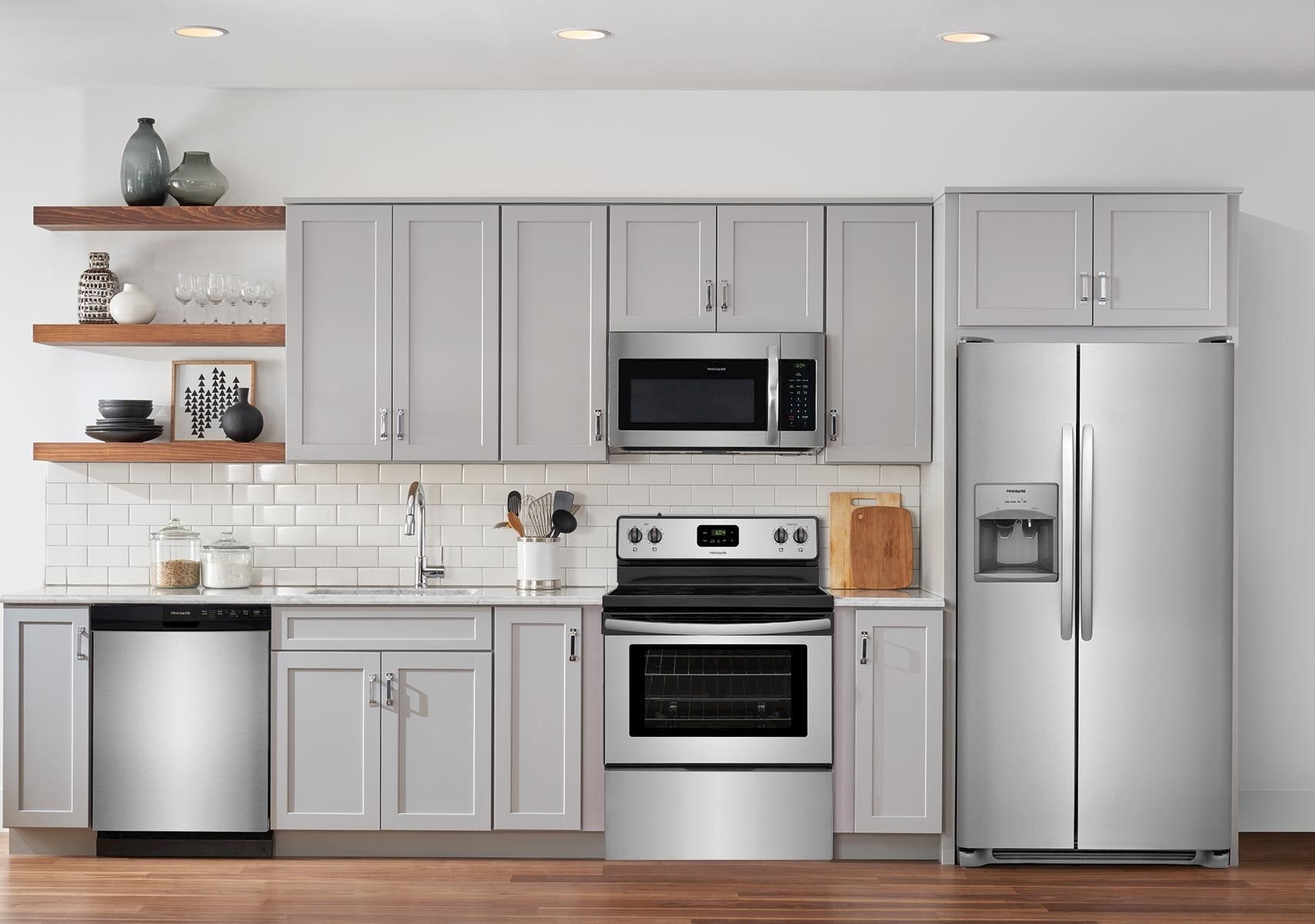 Lacks Frigidaire Stainless Steel Kitchen Appliance Package With B Black Stainless Steel Kitchen Stainless Steel Kitchen Appliances Kitchen Appliance Packages