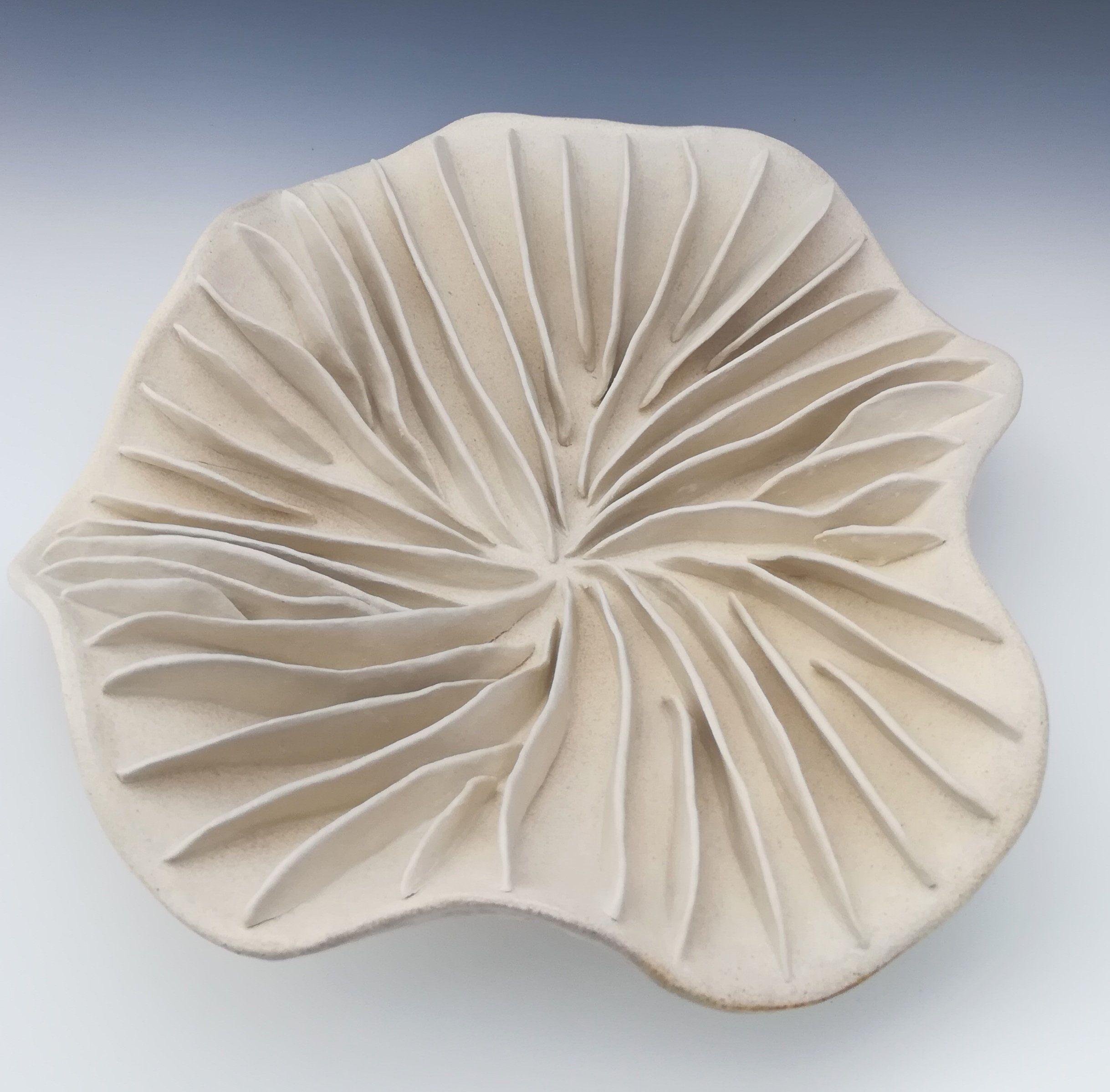 Fungi bowl, Medium white sculpture. Round table ...