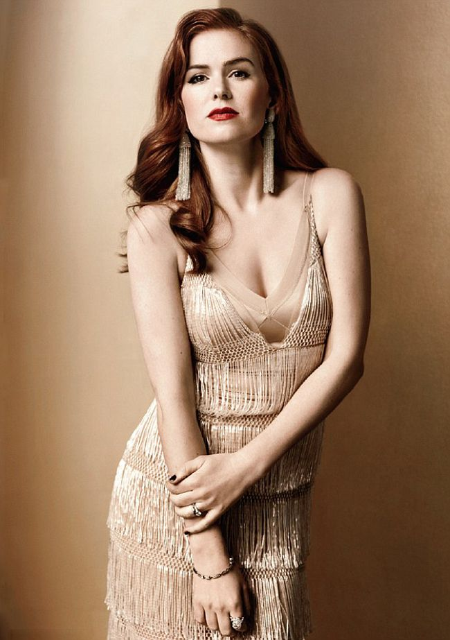 Isla Fisher should've been born in a different era. Such a gorgeous woman