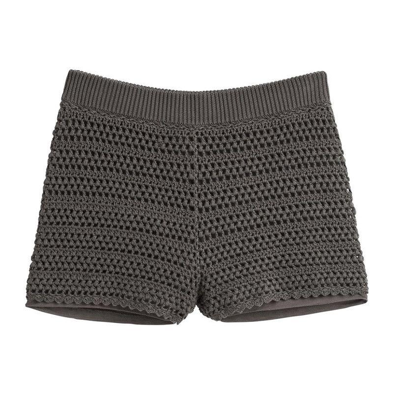 Pour un look bohème et chic, ce short sera votre nouvel allié ! On mise sur l'effet tricot ajouré associé à une doublure confortable et une taille élastique pour un maintien agréable. 100% coton. Disponible en plusieurs coloris.La mannequin mesure 1m78 et porte une taille S.