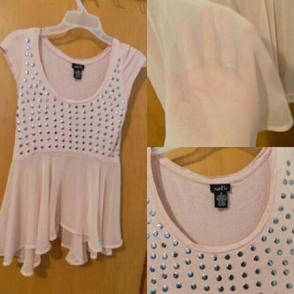 Very cute top Worn once bottom of shirt is see through Rue 21 Tops Tees - Short Sleeve