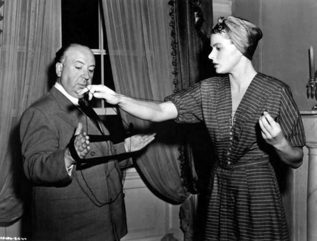 """Ingrid Bergman gets help with her knitting from Hitchcock on the set of """"Notorious"""" (1946)"""